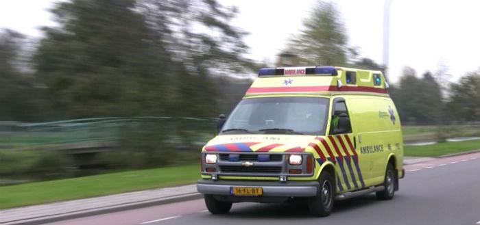 Flitsmeister waarschuwt automobilist voor hulpdiensten