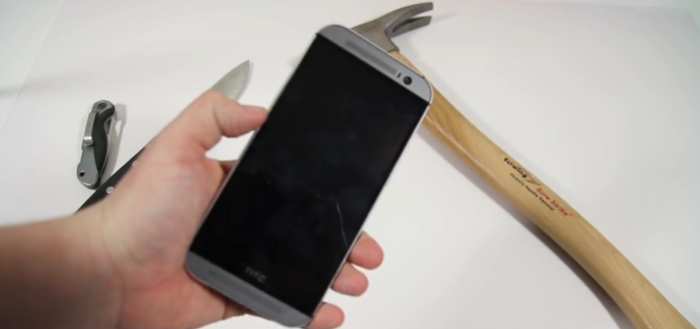 HTC One M8 getest op robuustheid in verschillende tests