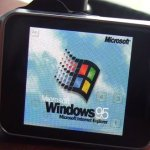 Windows 95 gespot op Android Wear-smartwatch