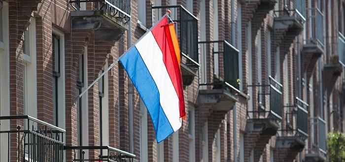 Vlaginstructie app: wanneer mag de vlag uit?