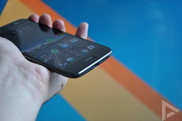HTC 10 onderkant