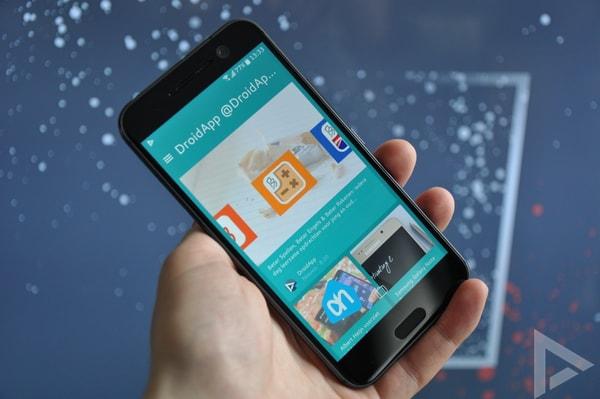 HTC 10 BlinkFeed