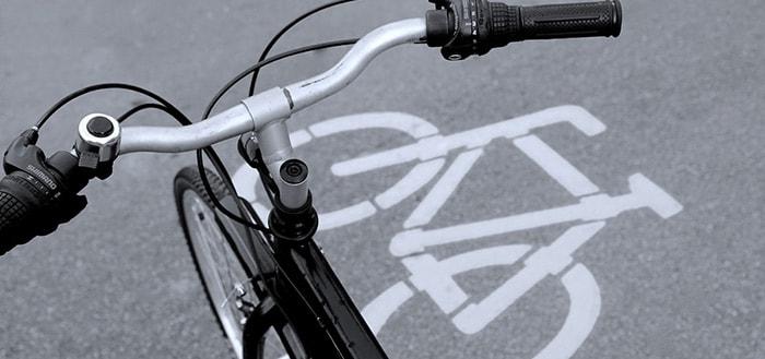 Appen op de fiets gaat je 95 euro boete kosten