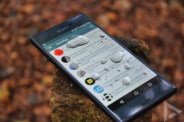 Sony Xperia XZ water