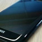 Samsung Galaxy S7 Edge in glanzend zwart opgedoken; Glossy Black