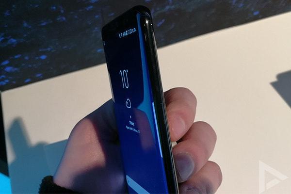 Samsung Galaxy S8 zijkant