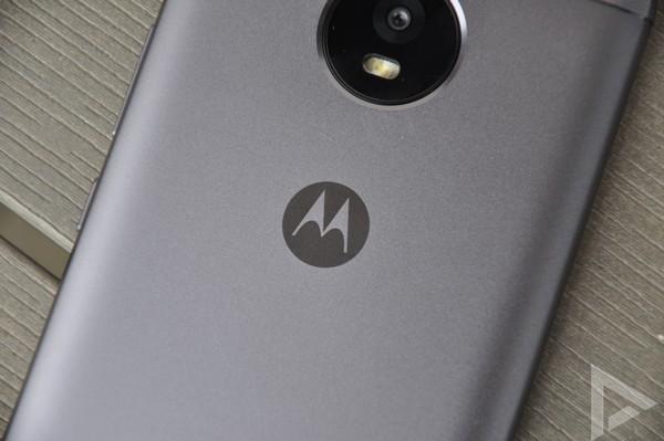 Moto E4 Plus batwing