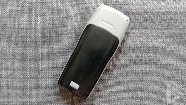 Nokia 1100 achter