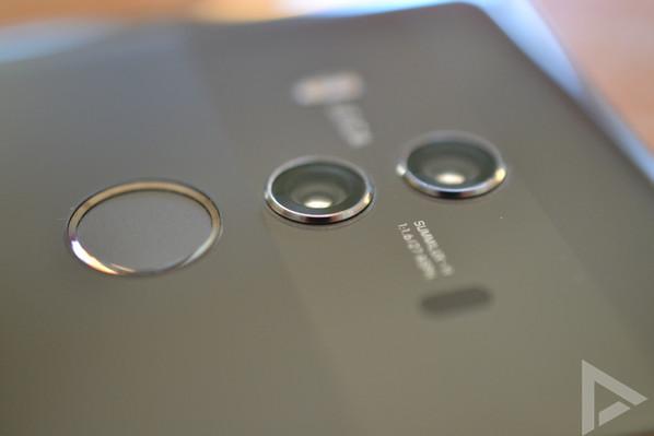 Huawei Mate 10 Pro dual-camera