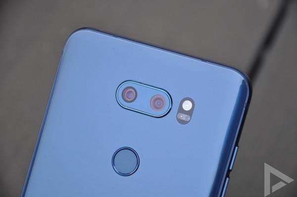 LG V30 dual-camera