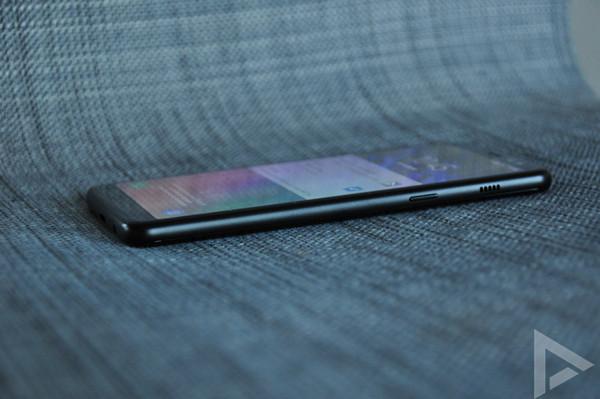Samsung Galaxy A8 2018 rechterkant