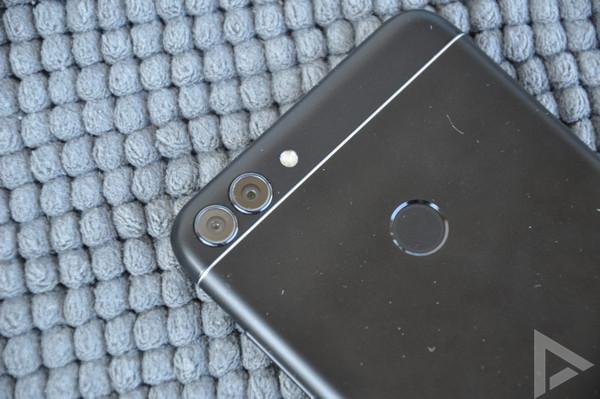Huawei P Smart dual-camera