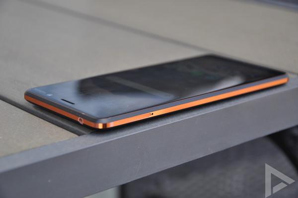 Nokia 7 Plus linkerkant
