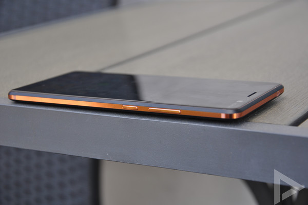 Nokia 7 Plus rechterkant
