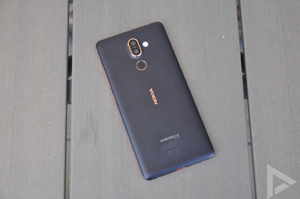 Nokia 7 Plus achterkant