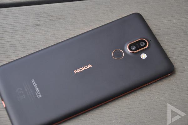 Nokia 7 Plus achter
