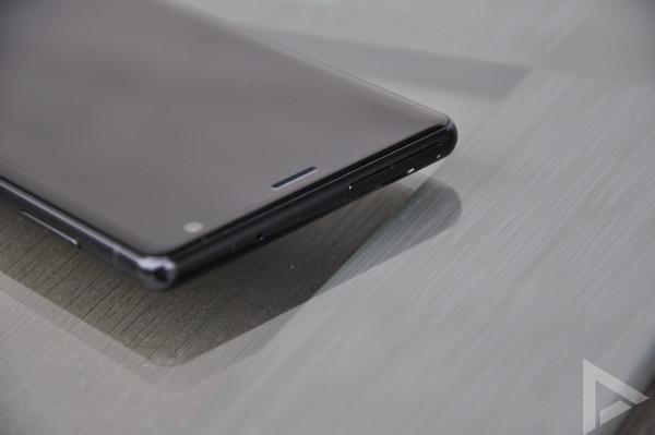 Sony Xperia XZ2 sim