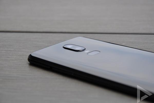 OnePlus 6 dual-camera