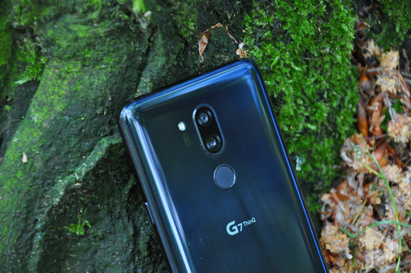 LG G7 ThinQ dual-camera