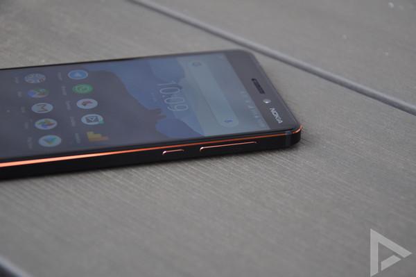 Nokia 6.1 rechterkant