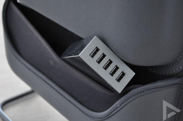Manu Kangaroo Stand USB