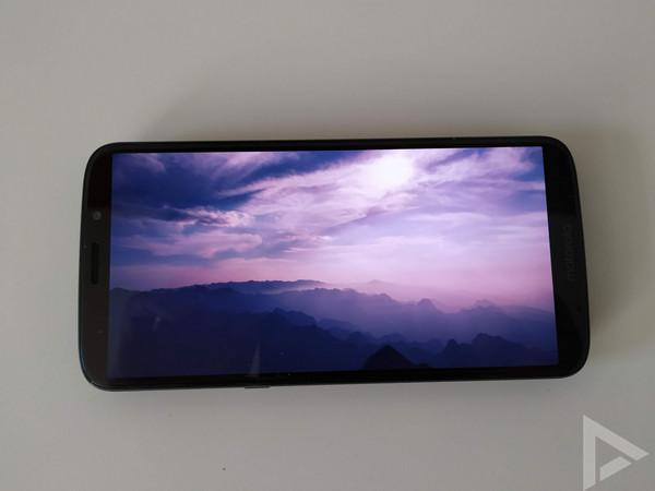 Moto Z3 Play display