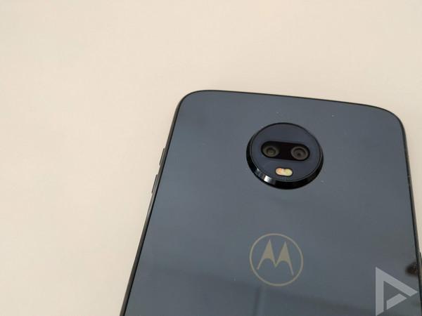 Moto Z3 Play dual-camera