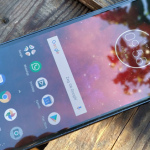 Moto Z4 Play laat zich zien in renders: druppel-notch en Moto Mods