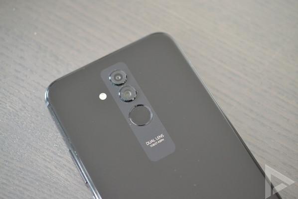 Huawei Mate 20 Lite dual-camera
