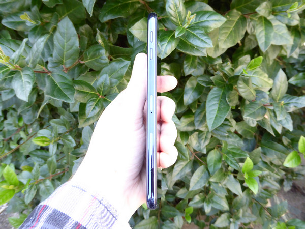 Samsung Galaxy J6+ zijkant