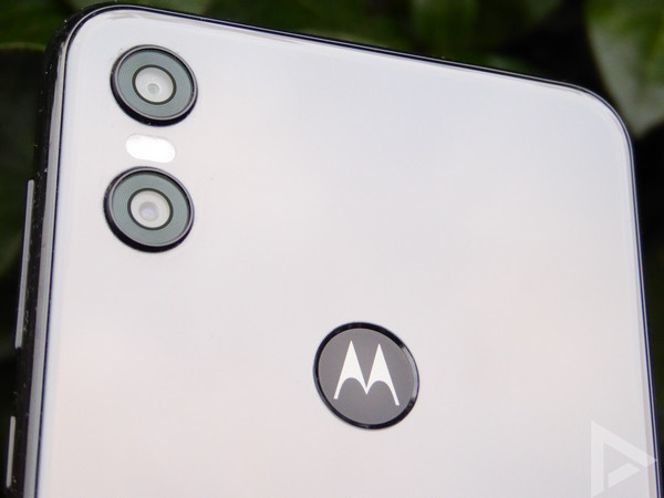 Motorola One dual-camera