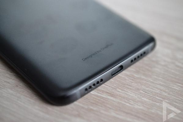 OnePlus 6T USB