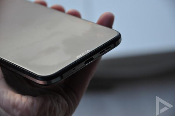 Nokia 8.1 USB