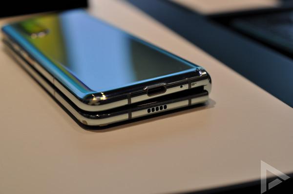 Samsung Galaxy Fold USB