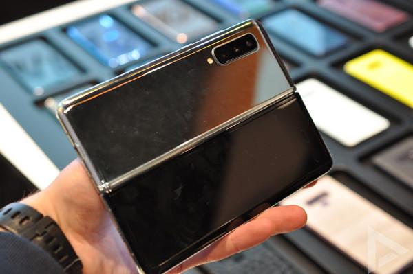 Samsung Galaxy Fold uitgeklapt