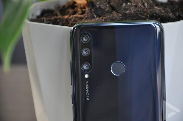 Honor 20 Lite triple-camera