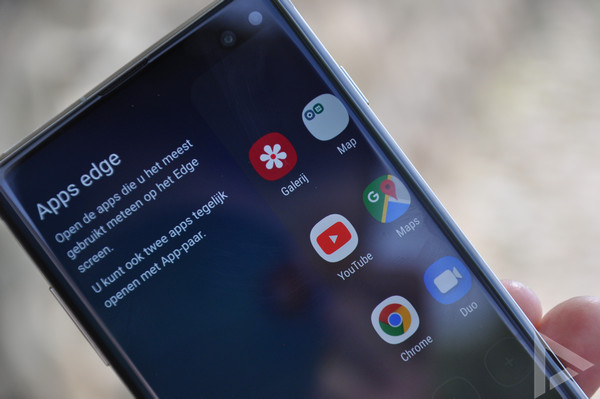 Samsung Galaxy S10+ apps edge