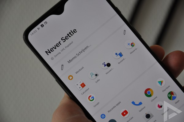OnePlus 7 shelf
