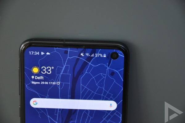 Samsung Galaxy S10e punch-hole