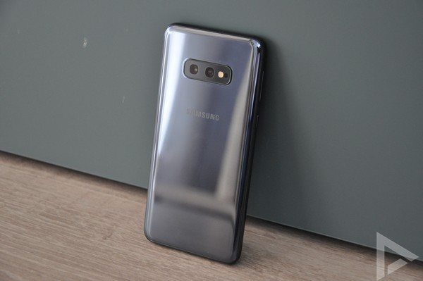 Samsung Galaxy S10e achterkant