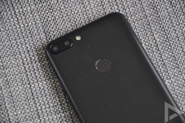 Alcatel 1S dual-camera