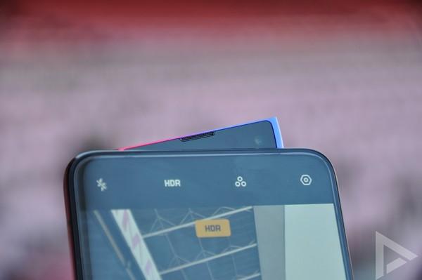Oppo Reno 10X Zoom FC Barcelona camera-slider