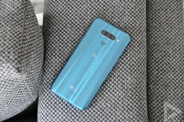 LG Q60 achterkant