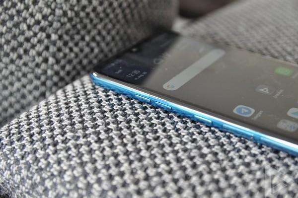 LG Q60 volume