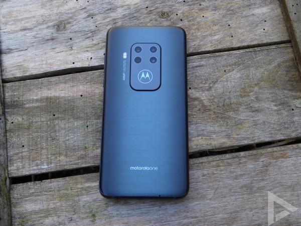 Motorola One Zoom achterkant