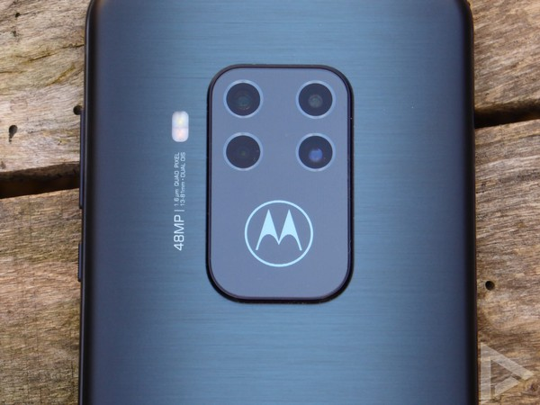 Motorola One Zoom quad-camera