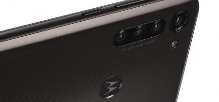 Onbekende Motorola met gebogen 90Hz scherm en Moto G8 Power duiken op