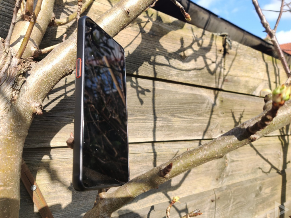 Samsung Galaxy Xcover Pro zijkant