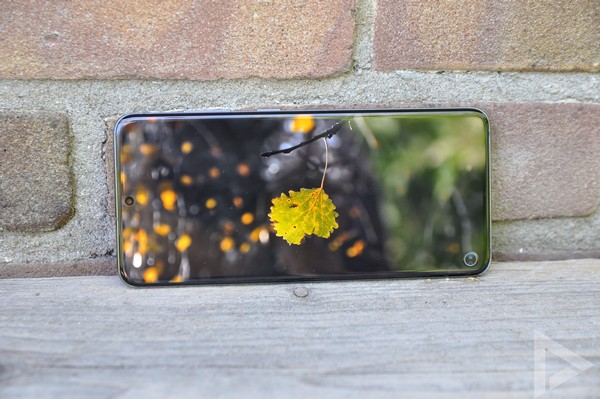 Samsung Galaxy S20 display