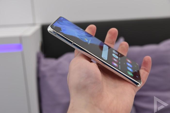 Samsung Galaxy S21 zijkant